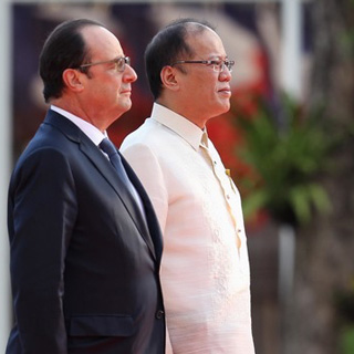 The Philippines stands with France. Philippine President Benigno S. Aquino III and French President François Hollande at the Malacañang Palace on February 26, 2015. Photo by Robert Viñas/ Malacañang Photo Bureau